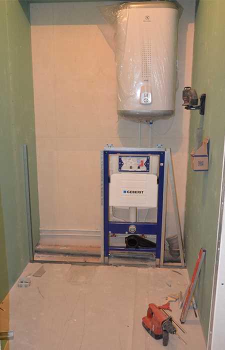 Установка инсталляционного каркаса в туалете