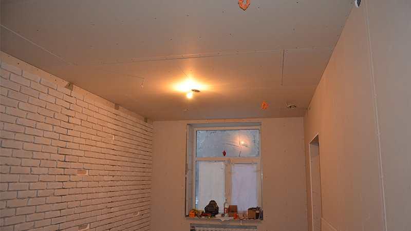 Потолок из гипсокартона в студии красоты