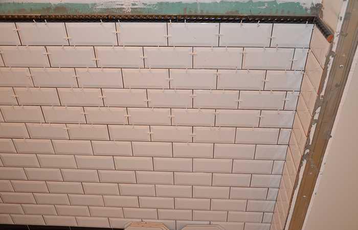 Плитка кабанчиком на стену туалета