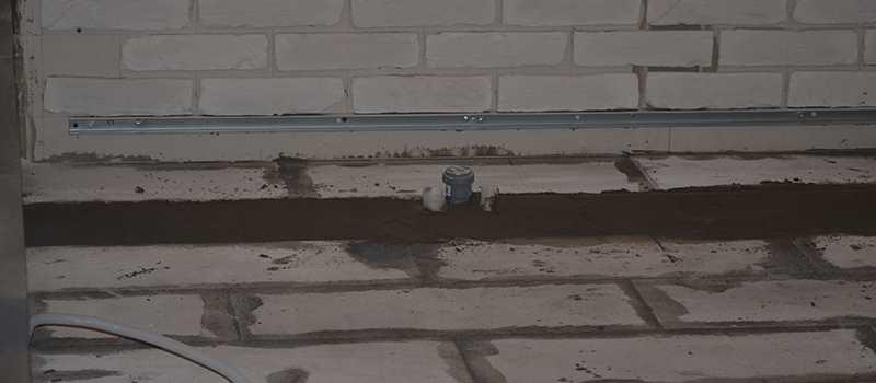 Проводка водоснабжения в пьедестале
