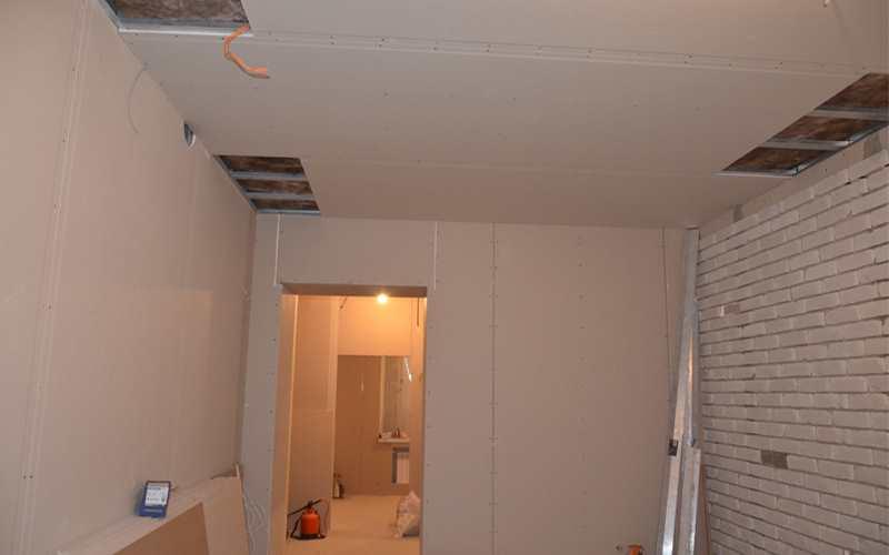 Потолок из гипсокартона в салоне красоты