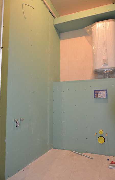 Зашивка стен туалета гипроком