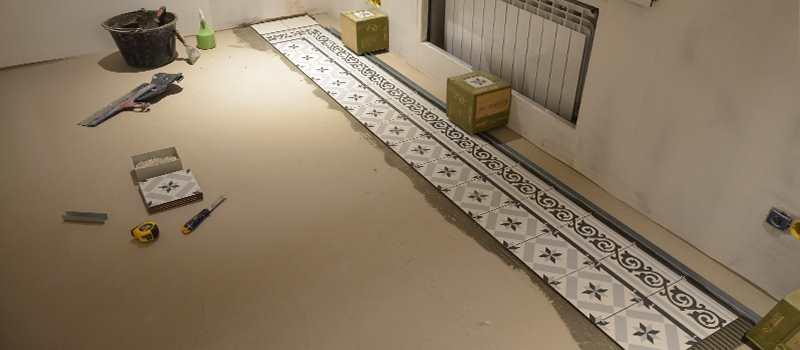 Укладка плитки Vives 1900 Calvet Gris в салоне красоты