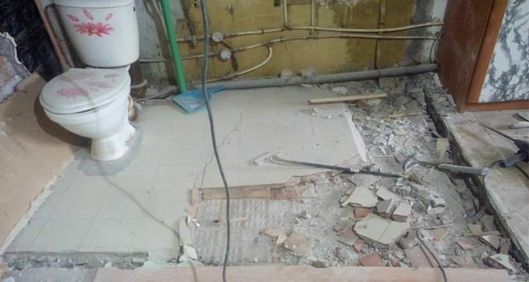 Слом старой стяжки при ремонте ванной  на пр.Ветеранов